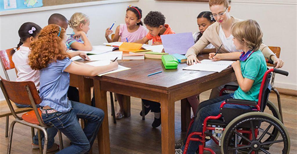 La-metà-degli-alunni-cambia-tre-insegnanti-di-sostegno-in-un-anno