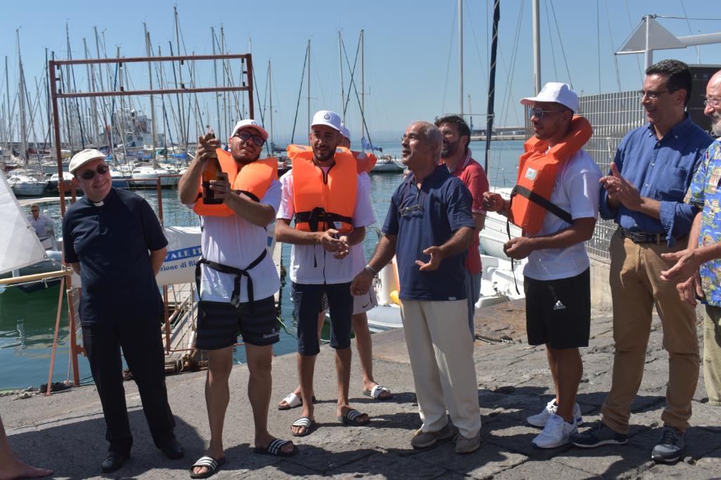 """Da-Librino-alle-acque-del-Porto-di-Catania,-è-stata-""""battezzata""""-ieri-la-barca-dell'inclusione-LIA"""
