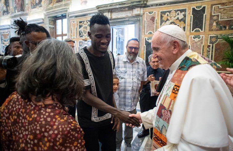 """Papa-Francesco:-alla-Comunità-Emmanuel,-""""stare-con-Cristo-e-stare-con-i-fratelli-in-difficoltà"""""""