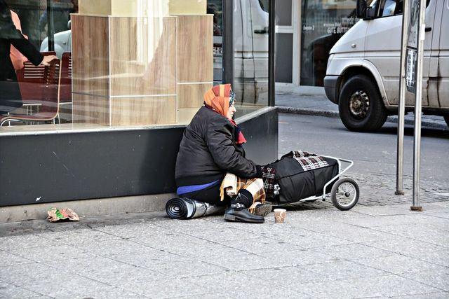 Se-la-povertà-diventa-parte-dell'arredo-urbano