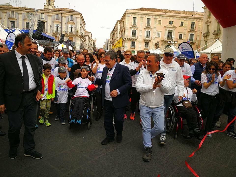 Il-corteo-bianco-della-solidarietà-tocca-il-centro-storico-di-Catania:-uniti-per-sostenere-Fondazione-Telethon